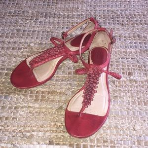 Frye Red Laurel Flower T Strap Sandal sz 9